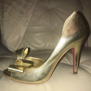 0042c4690f8ee9 Size 7-1 2 Paris Hilton gold open toe pumps